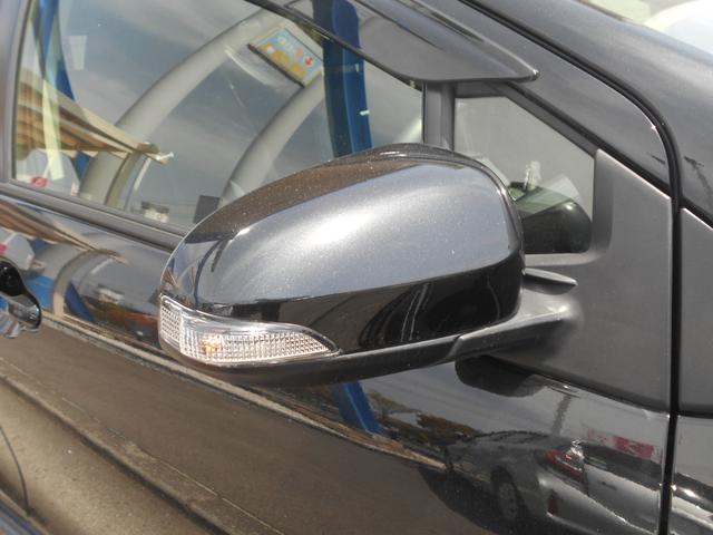 ウインカー付き電動格納ミラー☆ミラーにウインカーが付いていると相手側の車にも知らせやすいです♪