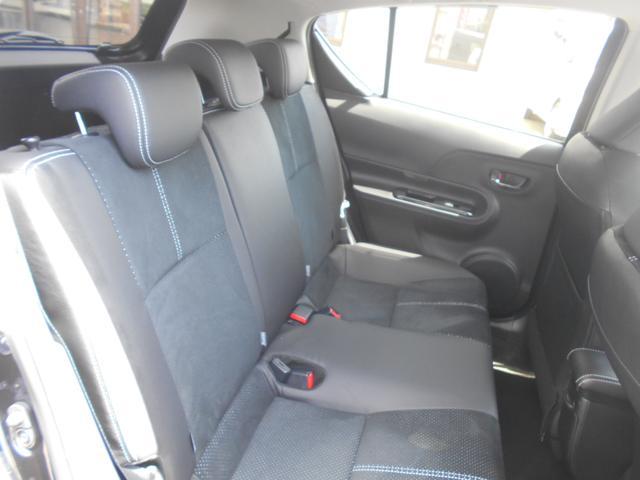 後席もソファの様なふんわりシート!後席に乗られる方も長時間座っていても疲れにくいですよ♪