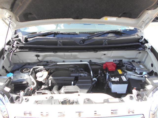ブレーキを踏んで速度が13km/h以下になるとエンジンを停止し無駄なガソリンの消費を抑えます。エンジンの再始動は、ブレーキを離すかハンドルを動かすだけで再始動します。