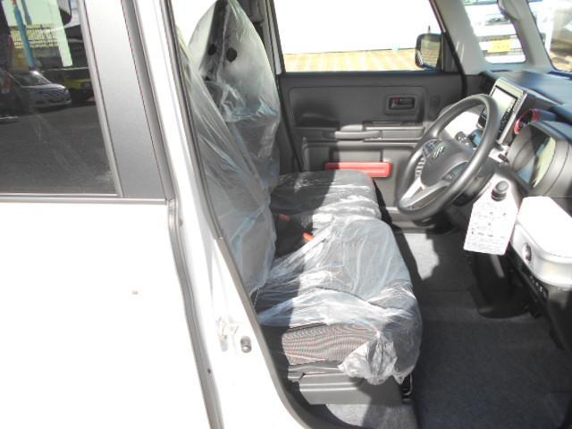 備わっているスイッチを押すと、前席のシートがあたたかくなります。冬場のときにとても優しい装備です。