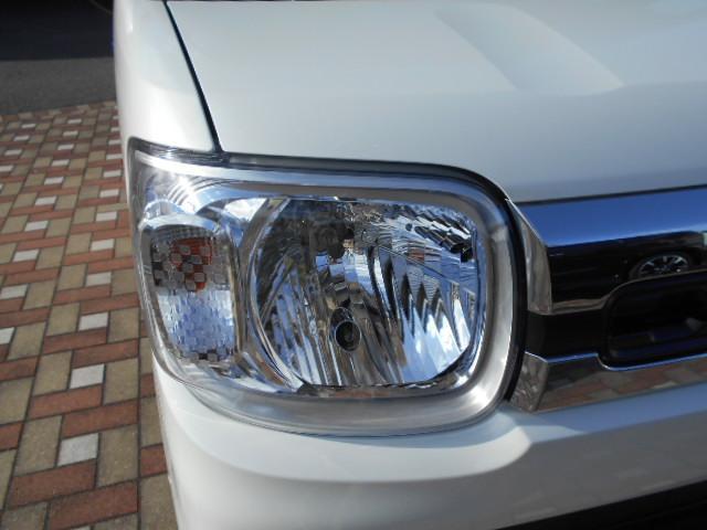 ヘッドライトのハイとローを自動で切り替えてくれます。時速30km/hで走行中、対向車や先行車、または明るい場所ではロービームに、対向車や先行車だいなくなるとハイビームに切り替わります。