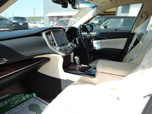 ロイヤルサルーンG オートライト 衝突軽減ブレーキ クルーズコントロール LEDライト フォグライト フルセグTV DVD再生 Bluetooth ETC バックカメラ プッシュスタート Pシート エアシート 本革シート(6枚目)