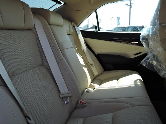 ロイヤルサルーンG オートライト 衝突軽減ブレーキ クルーズコントロール LEDライト フォグライト フルセグTV DVD再生 Bluetooth ETC バックカメラ プッシュスタート Pシート エアシート 本革シート(13枚目)