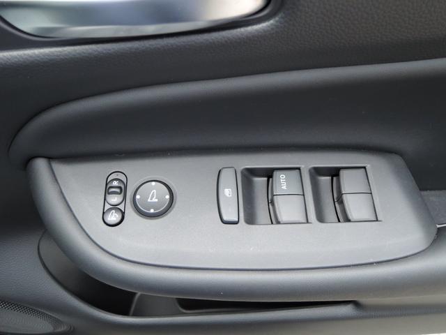 ホーム オートライト 衝突軽減ブレーキ LEDライト フルセグTV DVD再生 ETC バックカメラ アイドリングストップ プッシュスタート スマートキー(30枚目)
