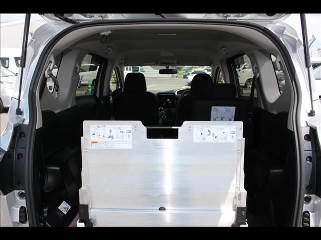 車いすスロープ車 タイプ3 回転チルトシート(4枚目)