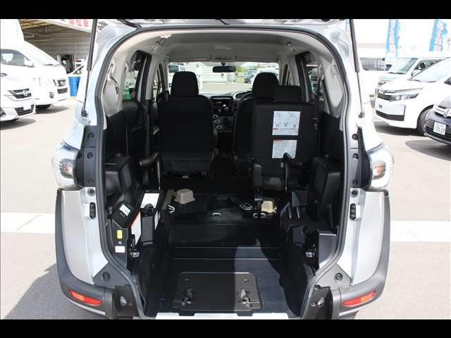 車いすスロープ車 タイプ3 回転チルトシート(5枚目)