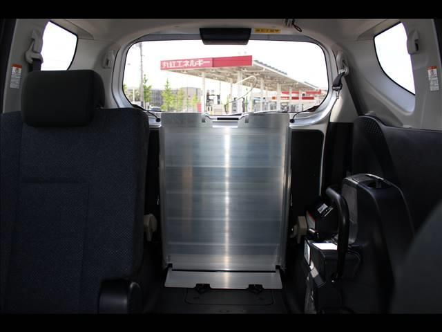 車いすスロープ車 タイプ3 回転チルトシート(8枚目)