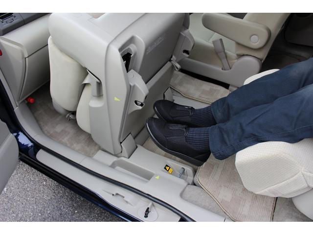 サイドリフトアップシート車 オットマン付き 6人乗り(9枚目)