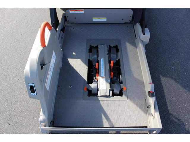 車いすリフト車 4WD 衝突被害軽減ブレーキ 天窓付き(3枚目)