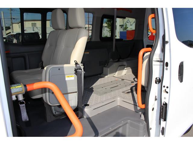 車いすリフト車 4WD 衝突被害軽減ブレーキ 天窓付き(12枚目)