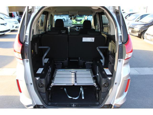 スロープ板は車内に収納することもできます。これは便利♪