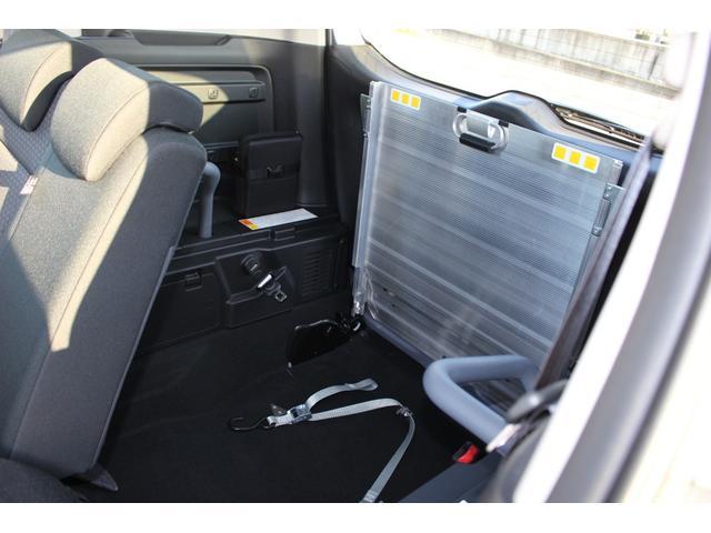 スロープ板を収納した状態です。車いすの方のスペースです。