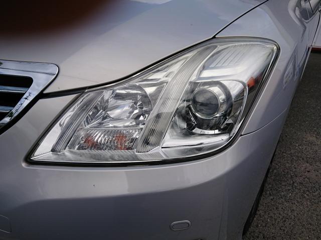 【HIDヘッドライト】明るい白い光で夜間の視界もグンとよく見えます!歩行者や死角にいる人へのアピールもでき、飛び出しや出会い頭の事故防止にも効果があります!