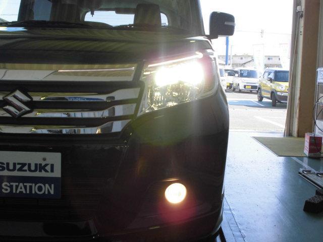ディスチャージヘッドライト搭載で、夜道も安心!