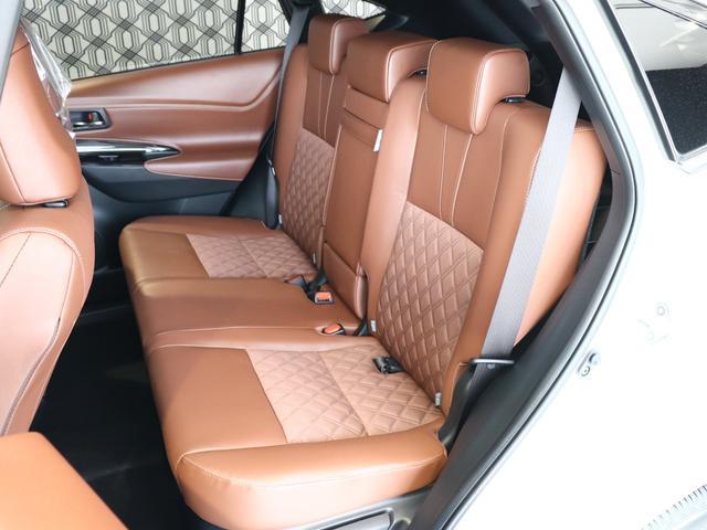 6:4分割可倒式リヤシートは、シートクッション横のレバーで座ったまま左右独立リクライニングが可能です♪乗る人数や載せるものに合わせた、さまざまな使い方に対応できるシートアレンジ☆