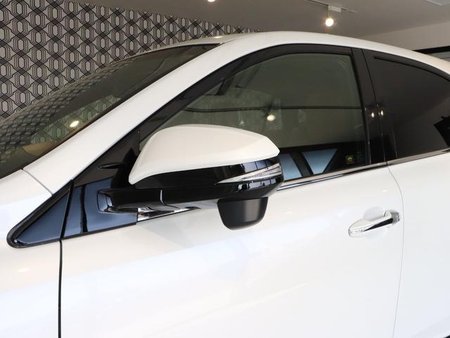 右左折時の被視認性が高いLED式サイドターンランプが採用されています☆また、電動格納式なのでドアミラーを折りたたむ際もスイッチでの開閉となりますので、手間も省けます!