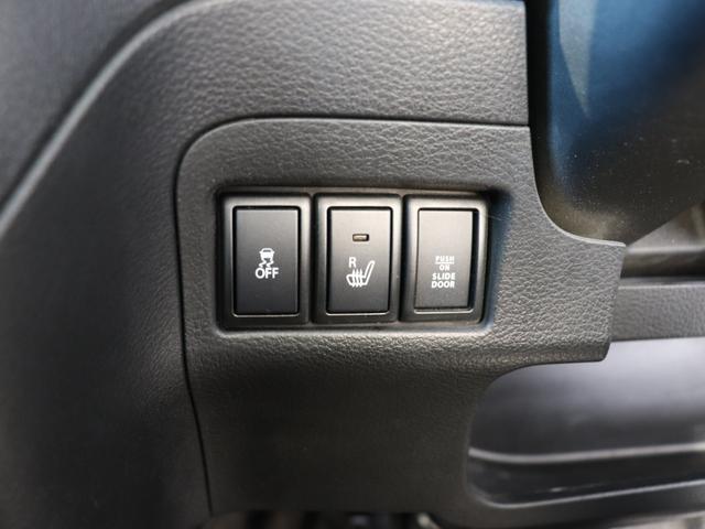 運転席にはシートヒーターが装備されておりますので、冬の寒い日でも快適なドライブができますよ♪