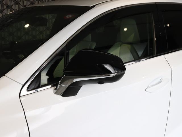 右左折時の被視認性が高いLED式サイドターンランプ・電動格納式なのでドアミラーを折りたたむ手間も省けます!