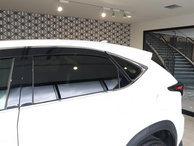 プライバシーガラス・可視光線の透過を低くし、熱線である近赤外線や日焼けの原因ともされた紫外線などの反射します!また、日光による熱の遮断も高め、車内の温度の上昇をおさえてくれます☆