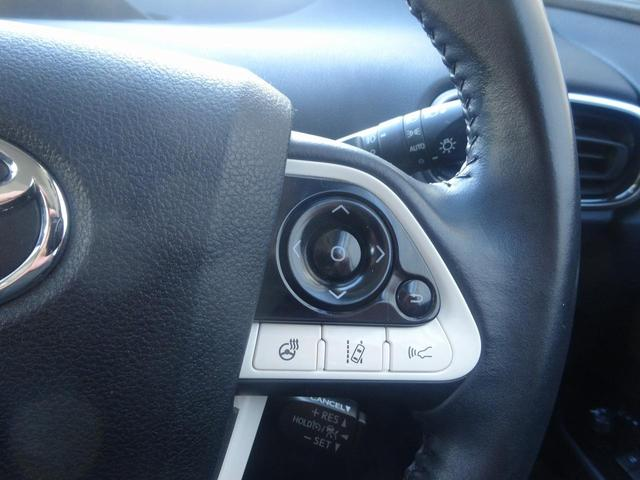 革巻きハンドルにはレーダークルーズ LDA ステアリングヒーターのスイッチが装備されています。