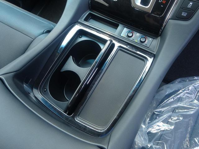 合成皮革シートの装備です。運転席・助手席にはエアーシートの装備です。