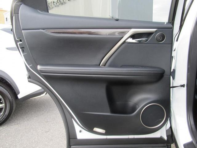トランクからも後部座席を可倒する事ができます。