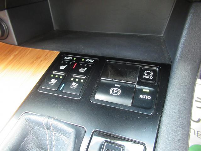 運転席・助手席にはエアーシートの装備です。