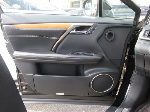 助手席にはシートメモリー機能が装備されています。