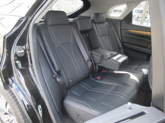 後席にもシートヒーターが装備されています
