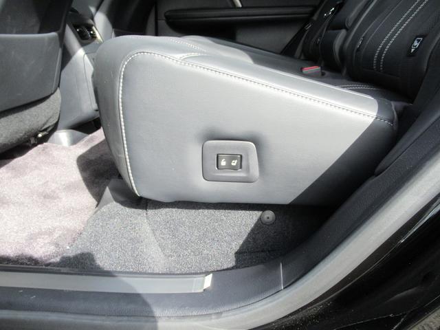 後部座席シートヒーター・AC100Vが装備されています。
