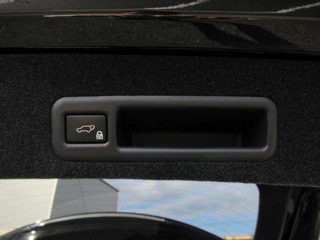 ボタン一つで開閉可能なパワーバックドアです。