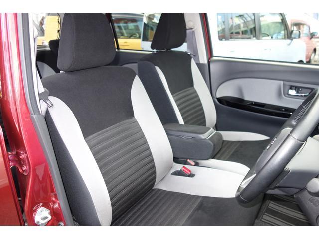 アームレスト付きフロントシートでロングドライブも快適です!