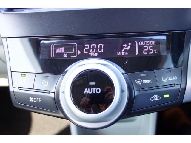 オートエアコンなので温度調整だけで車内を快適に保ってくれます。 風量や吹き出し口の切り替えもおまかせです♪