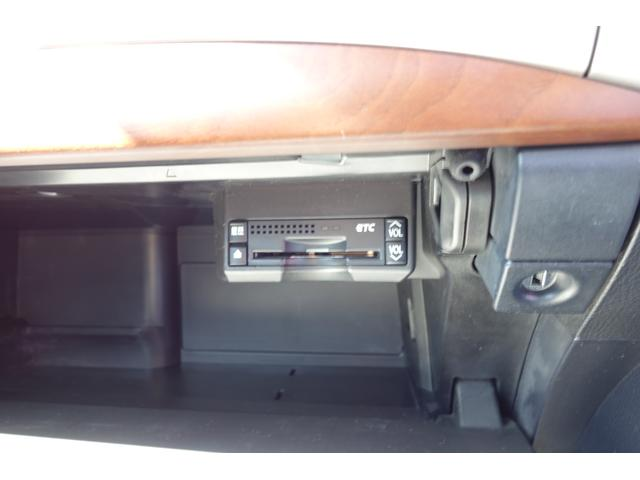 もはや必須アイテムのETC車載機。料金所がスムーズに通過できるのはもちろん、様々な料金メリットが受けられます♪