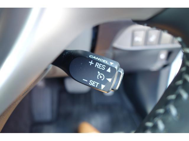 高速巡航時にアクセルを踏まずとも一定の速度に保ってくれるクルーズコントロール付き♪