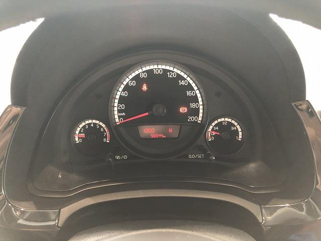 中央のマルチファンクションインジケーターには燃費、走行時間などが表示されるので、必要なとき必要な情報を素早く確認することができます!