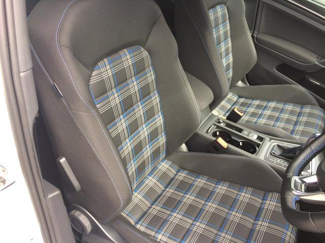 タータンチェック柄シートはブルーのカラーリングで環境に配慮した走行性能を表現しています。