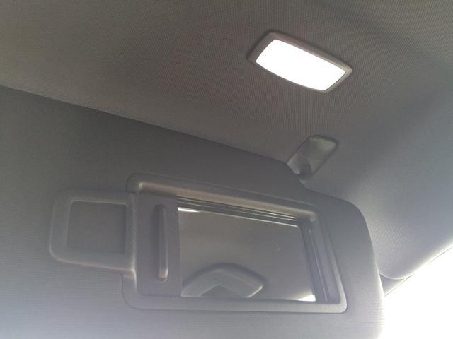 バニティミラーの照明もLEDを採用。