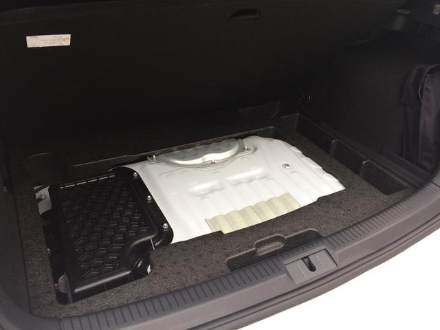 トランク下にリチウムイオンバッテリーを格納。