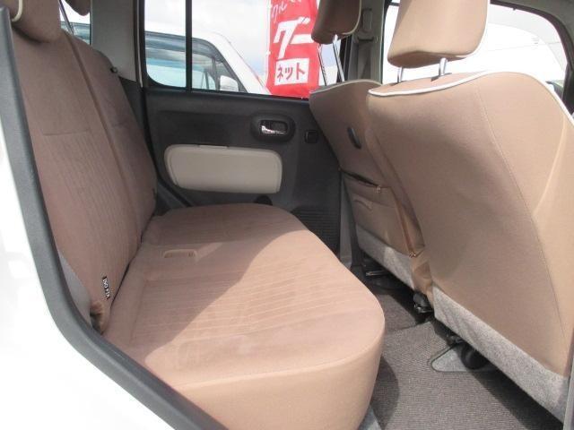 後席シートもクッションが厚いので快適な乗り心地♪