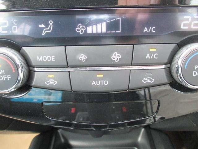 オートエアコン付きでいつでも快適な車内温度♪