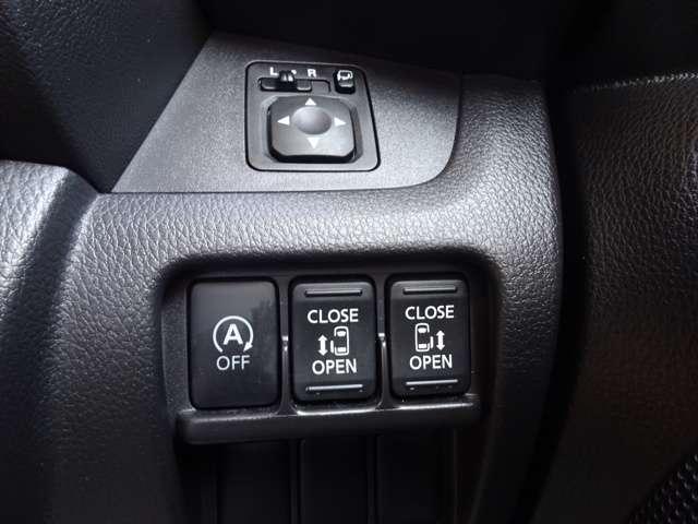 ◆両側オートスライドドア◆インテリジェントキーを身に着けていれば、リヤドアノブのワンタッチスイッチを押すだけでスライドドアが自動開閉します!運転席からでもドアを自動開閉できます!