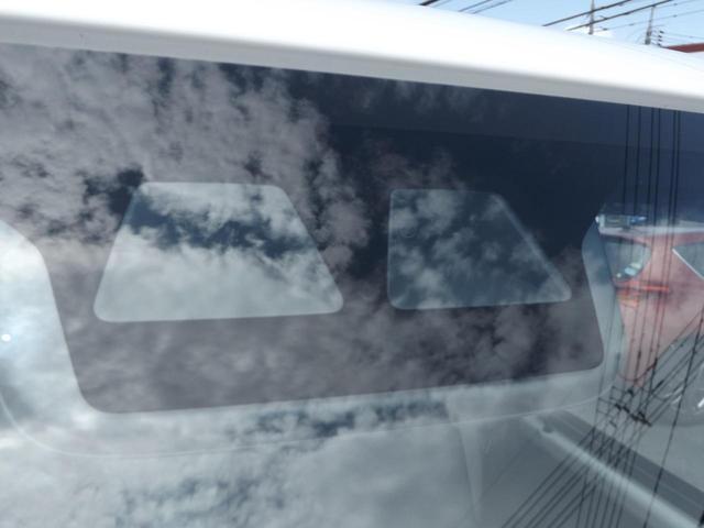 フロントガラスへ軽減ブレーキ等の機能を発揮する検知カメラ付き!