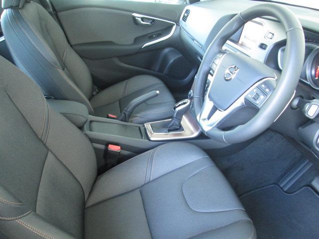 ボルボ ボルボ V40 クロスカントリー D4 モメンタム PCC 登録済み未使用車