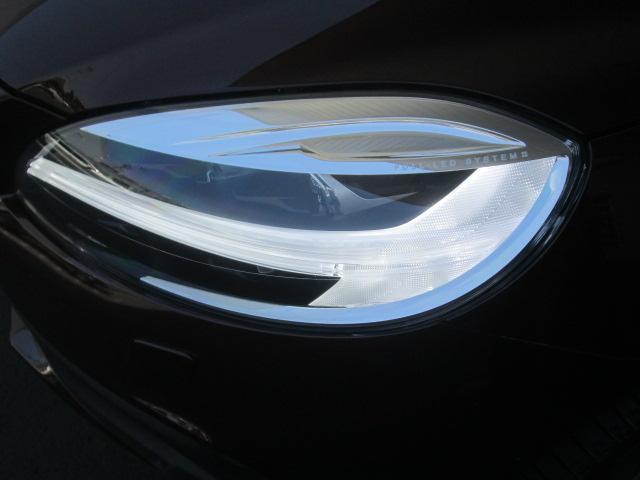 北欧の神話「トールハンマー」をモチーフにした、デイライト機能も持つ、LEDヘッドライト。光量もアップして、アクティブハイビーム機構などの機能と相まって、より安全な夜間ドライブが可能になりました。
