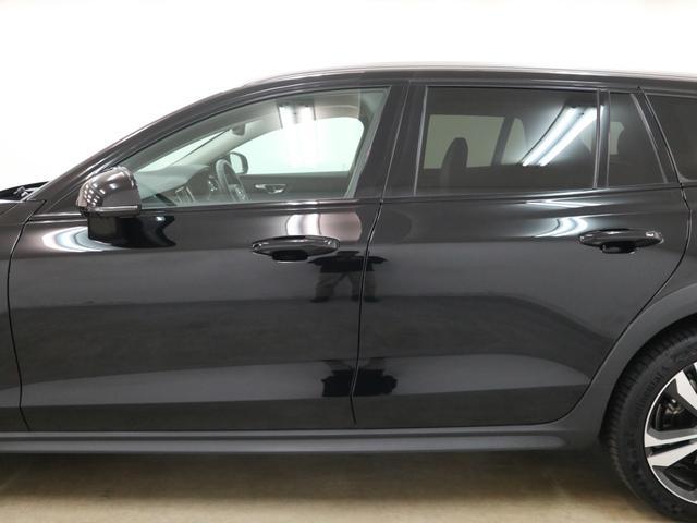 クロスカントリー T5 AWD プロ パノラマルーフ 本革シート 純性ナビ フルセグ ハーマンカードン 電動リアゲート 全方位カメラ ETC LEDオートライト 純正19インチアルミ 修復歴無し(28枚目)