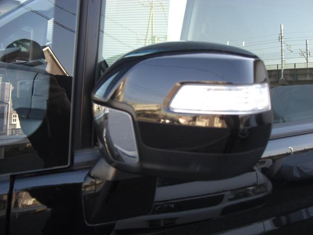 遠くからでも見やすいターンランプ付きドアミラー付です。 周囲の車のドライバーからもどっちに曲がるか一目瞭然ですよね。
