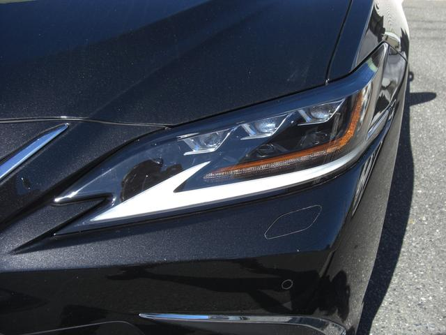 ES300h バージョンL サンルーフ デジタルインナーミラー パノラマビュー Pシート パワートランク HUD BSM LTA シートヒーター リヤシートヒーター ステアリングヒーター ETC 置くだけ充電 走行中TV(6枚目)