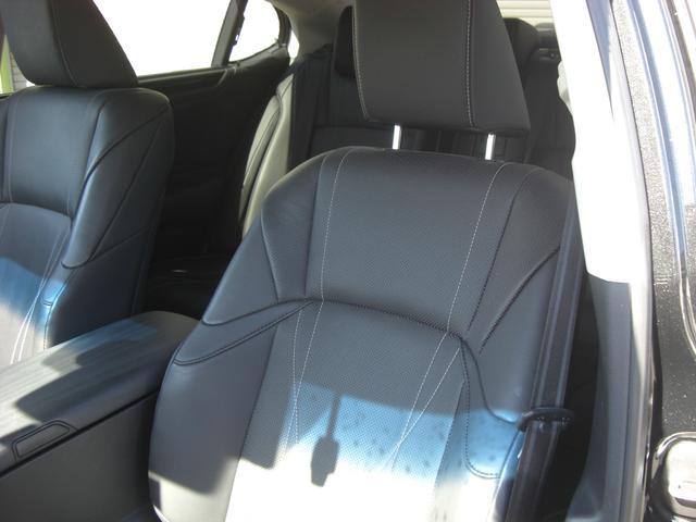 ES300h バージョンL サンルーフ デジタルインナーミラー パノラマビュー Pシート パワートランク HUD BSM LTA シートヒーター リヤシートヒーター ステアリングヒーター ETC 置くだけ充電 走行中TV(12枚目)