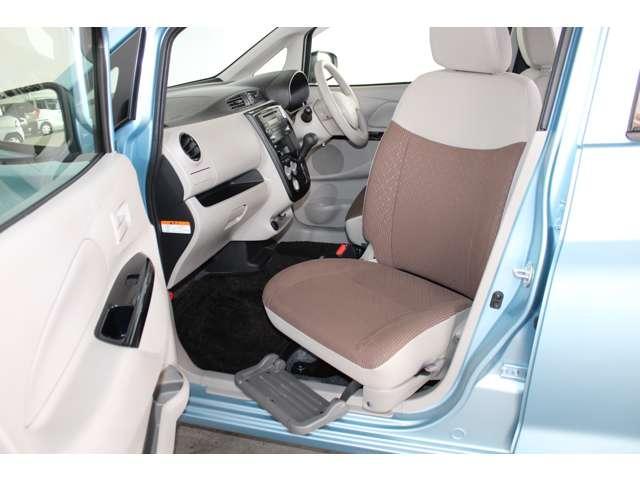 E e-アシスト 距離無制限保証3年付 助手席回転シート仕様 ABS 衝突軽減ブレーキ 横滑り防止装置 運転席シートヒーター キーレス ベンチシート 寒冷地仕様 CD パワーステアリング(2枚目)